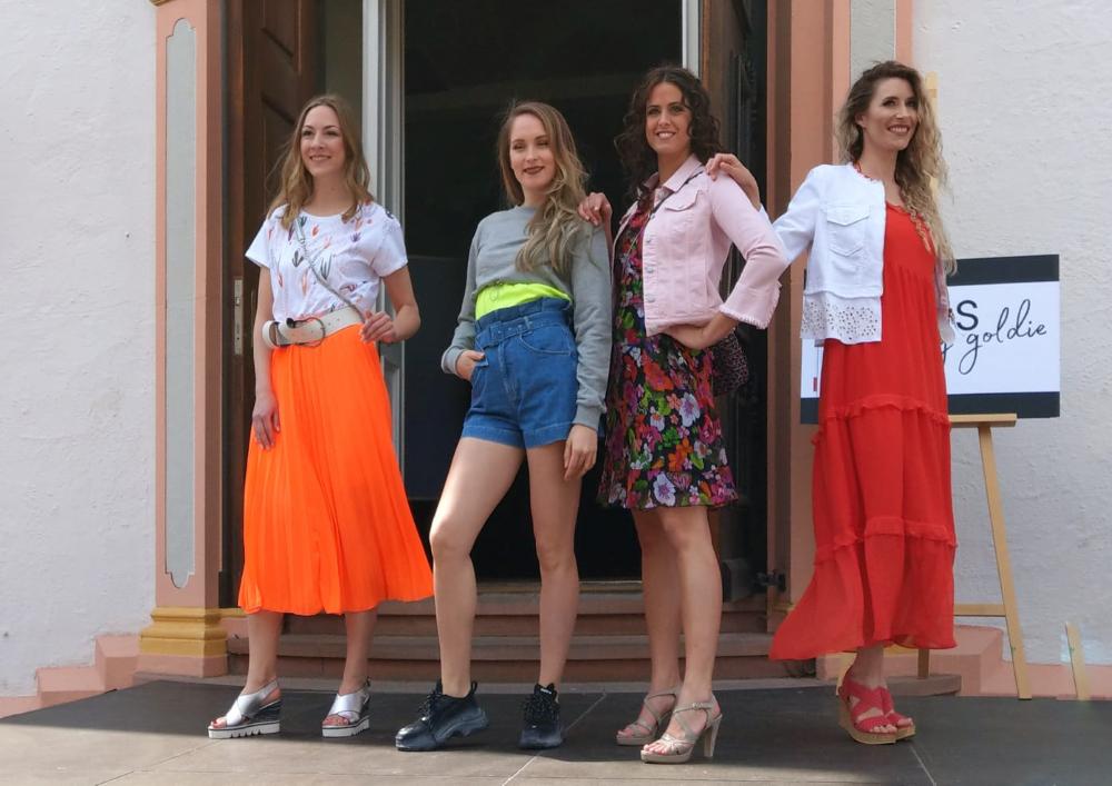 Bei der Modenschau am Sonntag präsentierten zehn Ettlinger Ladengeschäfte Mode und Schmuck aus den aktuellen Kollektionen (c) 2019