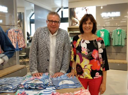 Charlotte Ochs und Rainer Behringer im Modehaus Streit