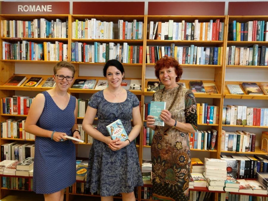 Monika Hirsch und ihre Mitarbeiterinnen in der ABRAXAS Buchhandlung