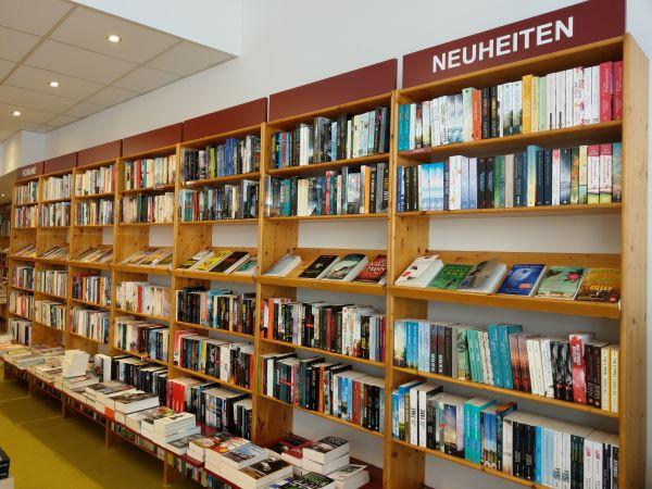 Abraxas Buchhandlung Ettlingen Bücherregal